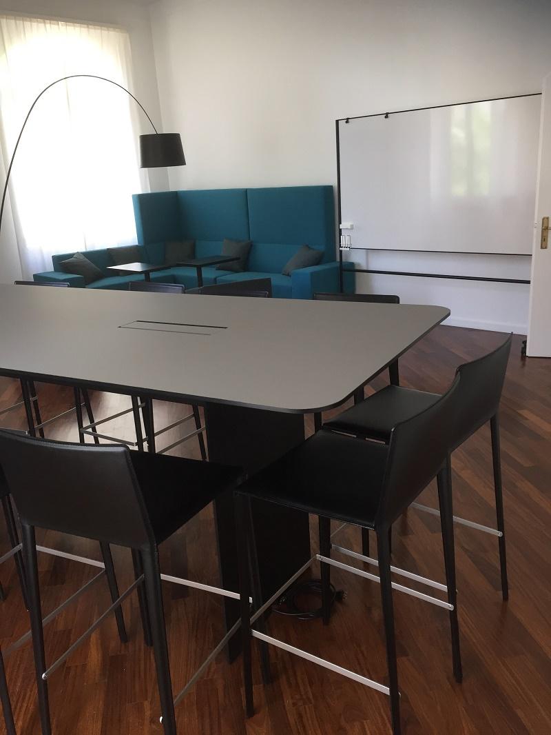Neue Möbel im Meetingraum